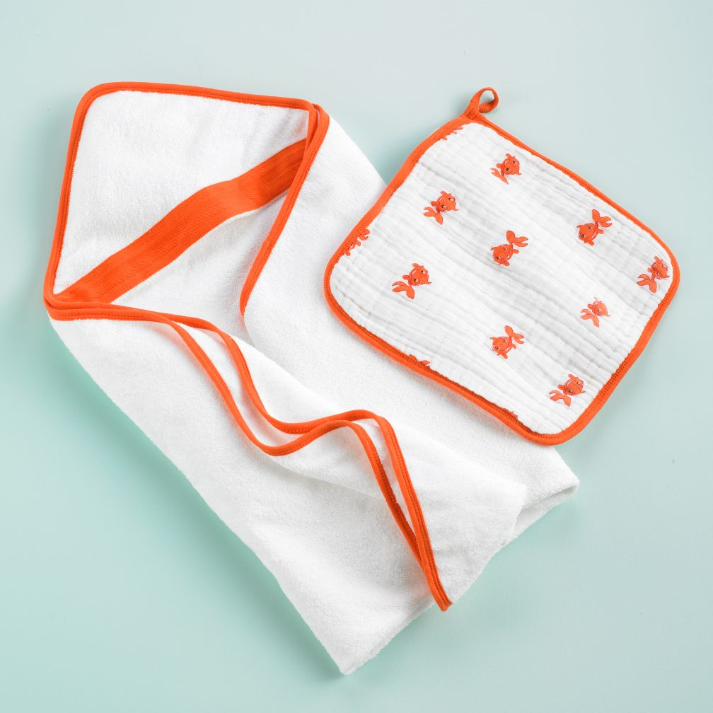 Wash Up Hooded Towel and Washcloth Set (Orange Fish)